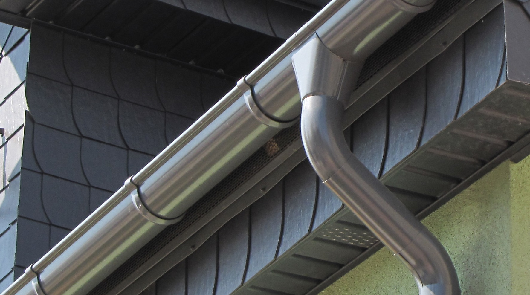 Gutter: Cleaning - Installation - Repairing